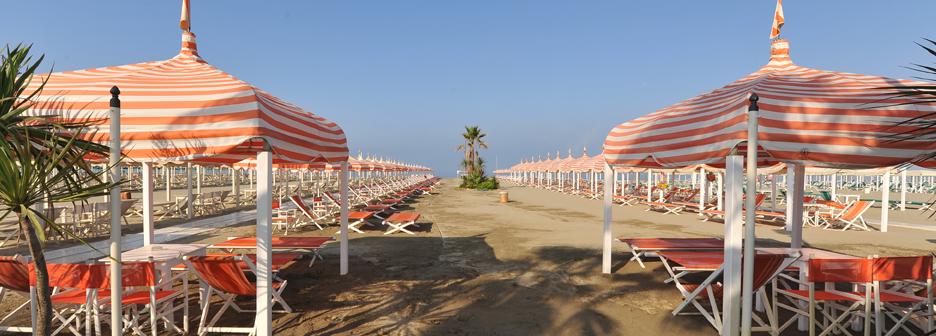 Stabilimento balneare pardini beach club restaurant immerso nel verde ambiente dinamico e - Bagno brunella lido di camaiore ...